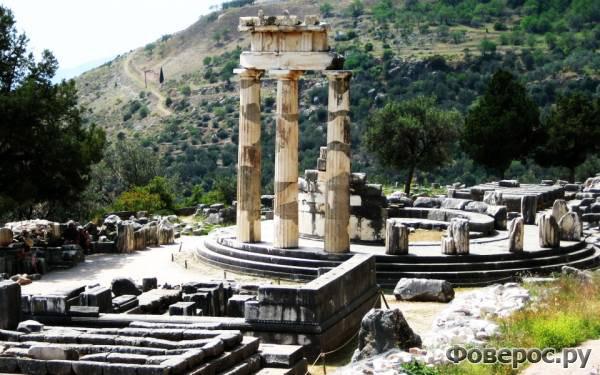 Дельфы - Храм Зевса - Греция