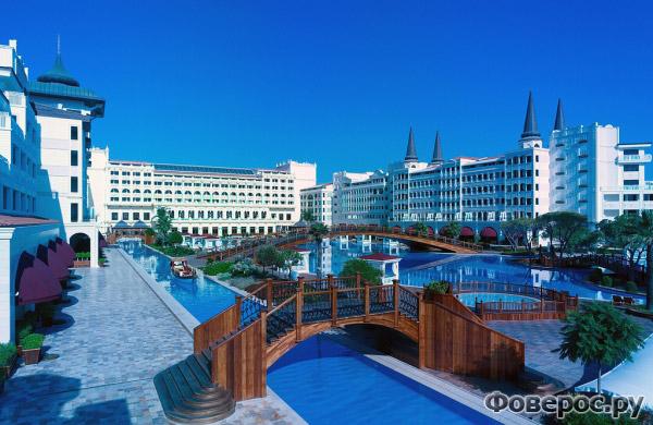 Мардан Палас Анталия - Вид на мосты и на бассейн