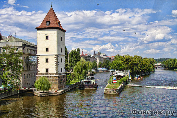 Прага - Дом у реки - Чехия