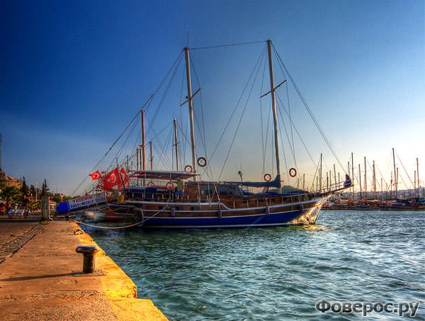 Бодрум - Корабль в порту - Турция