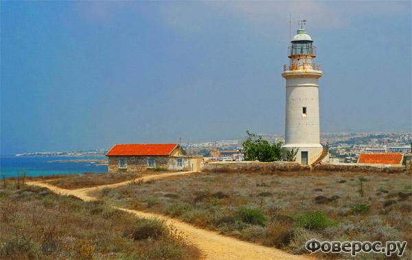 Пафос (Paphos) - Маяк рядом с морем - Остров Кипр (Cyprus)