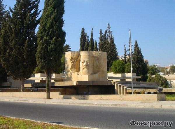 Пафос - Памятник в парке - Остров Кипр
