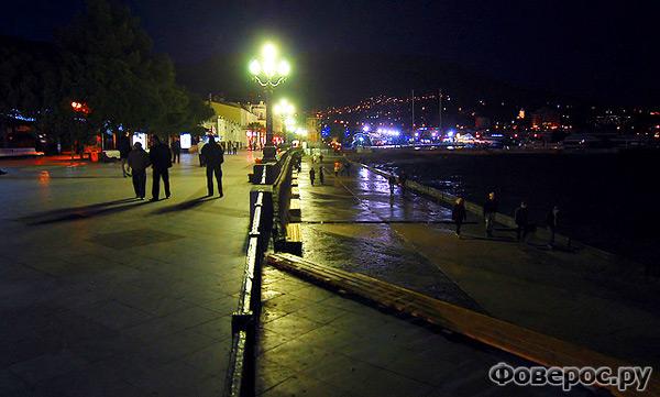 Ялта - Украина - Набережная - Ночной вид на город