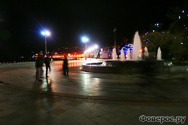 Ялта - Украина - Вид на ночной город - Фонтан