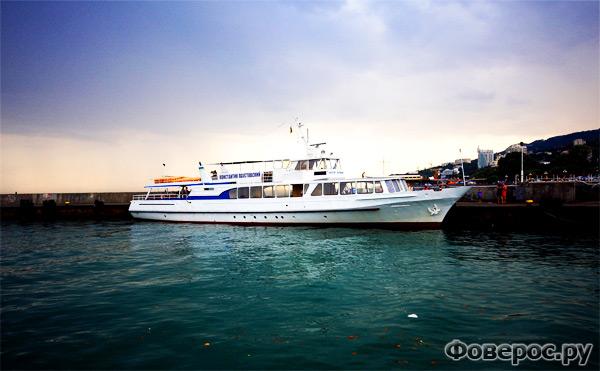 Ялта - Украина - Набережная - Корабль или Яхта