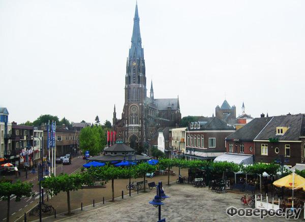Вехел (Veghel) - Город в Голландии (Netherlands) - Католическая церковь в центре города