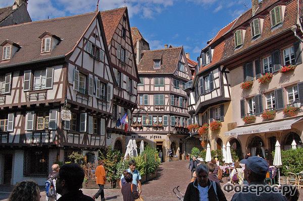 Кольмар - сказочный город Франции. Живописная площадь