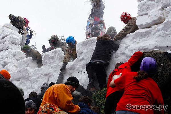 Масленица - традиционный праздник. Снежный городок