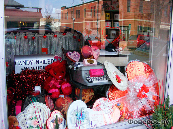 Магазин, украшенный ко дню Св. Валентина