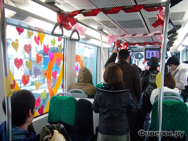 Япония. Метро, украшенное ко дню Св. Валентина