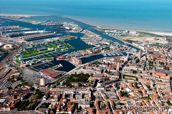 Вид на портовый город Дюнкерк с высоты птичьего полета
