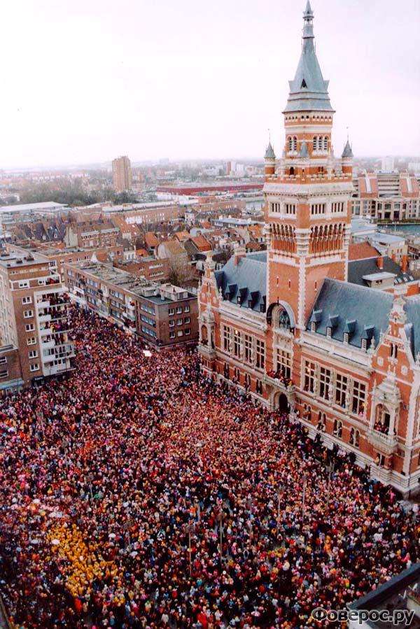 Главная площадь города Дюнкерк во время карнавала.