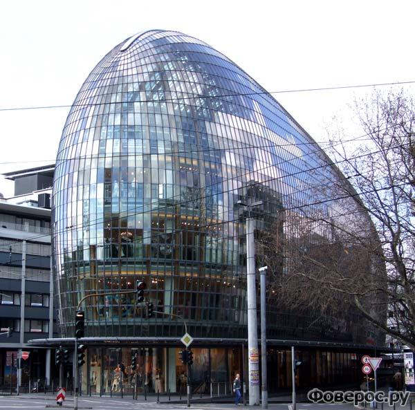 Здание торгового центра Peek & Cloppenburg в Кельне (Германия)