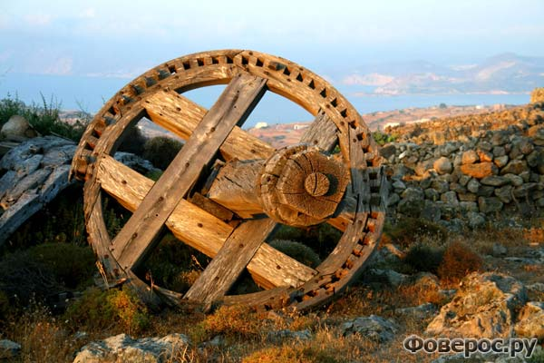 Шлифовальный механизм - все что осталось от мельниц стоявших на горе Ксапловуни на острове Кимолос