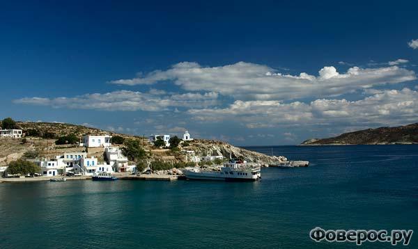 Так выглядит остров Кимолос с проходящего парома