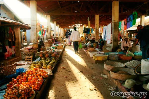 Рынок в городке Иоси, Мадагаскар