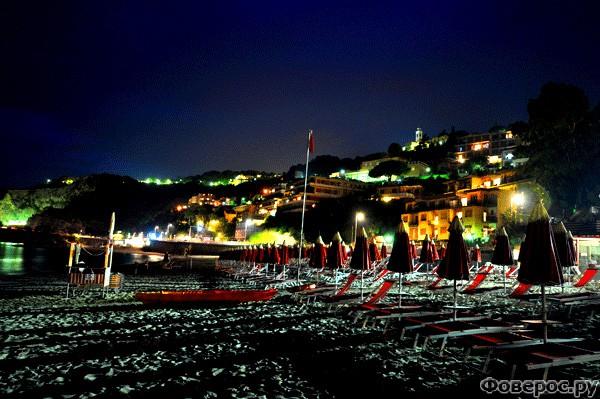 Берджеджи: Ночной пляж