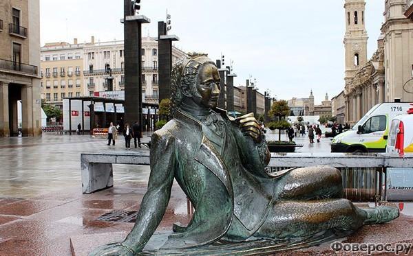 Сарагоса - Статуя на площади Дел Ла Сео