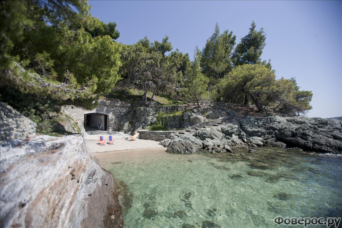 Приватная вилла с частным пляжем на Ситонии